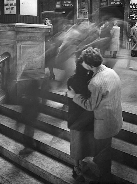Baiser Passage Versailles, Paris, 1950 Robert Doisneau