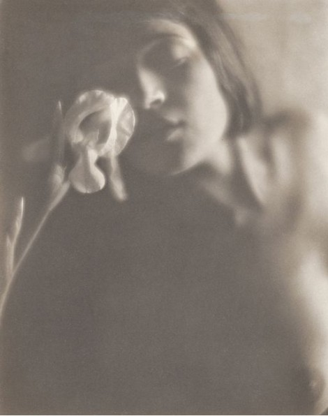 Edward Weston: The white iris - Tina Modotti-1921