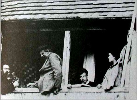 Rilke with Lou Andreas-Salomé (1897) On the balcony of the summer house of the family Andreas near Munich. Left to right: Professor Andreas, August Endell, Rilke, and Lou Andreas-Salomé.
