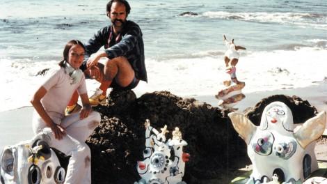 Niki de Saint Phalle and her assistant Ricardo Menon