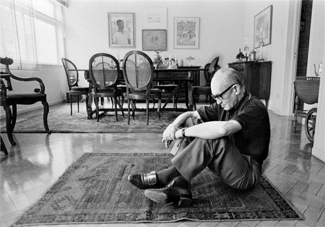 The Flower and theNausea: Carlos Drummond deAndrade